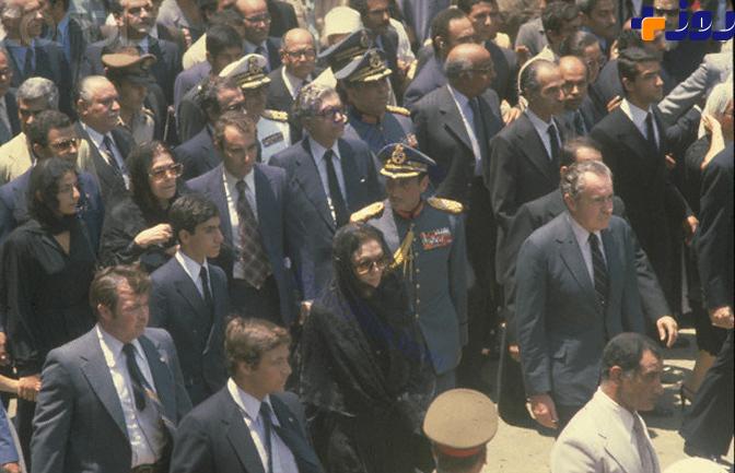 نیک رجال پوشش متفاوت فرح دیبا در روز تشییع محمدرضا پهلوی +تصاویر
