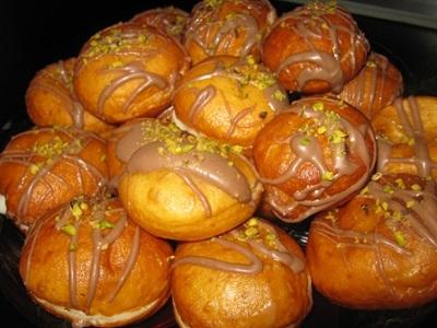 Image result for طرز تهیه پیراشکی کرم دار خانگی بسیار خوشمزه