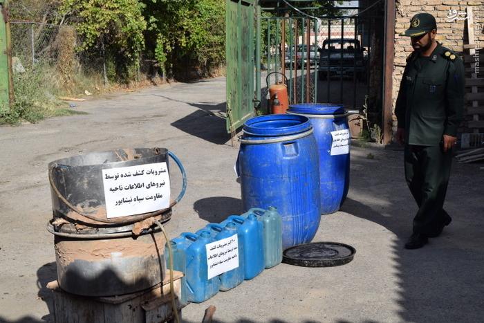 انهدام کارگاه ساخت مشروبات الکلی در نیشابور+عکس