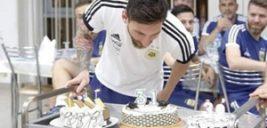 جشن تولد جالب لیونل مسی در روسیه با کیکی هم قد خودش +تصاویر