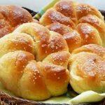طرز تهیه نان شیرمال با شکر قهوه ای و کشمش