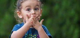۱۱ مورد از رفتارهایی که والدین باید از انجام آنها در مقابل کودکان خودداری کنند