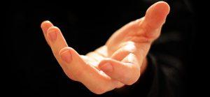 رایجترین حرکات در زبان بدن دست ها