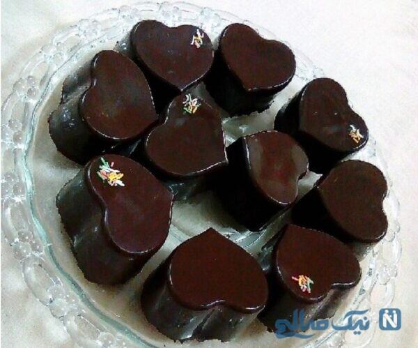 شکلات قالبی با پایه بیسکوییتی