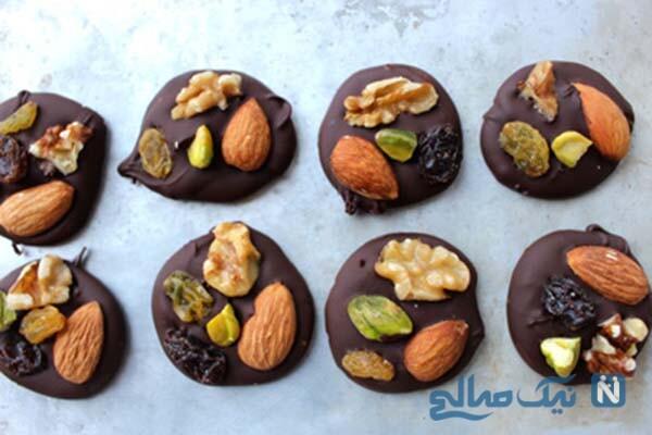 طرز تهیه یک شکلات بسیار شیک و مجلسی: شکلات آجیلی!