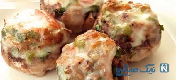 قارچ و پنیر پیتزا را در فر تهیه کنید!