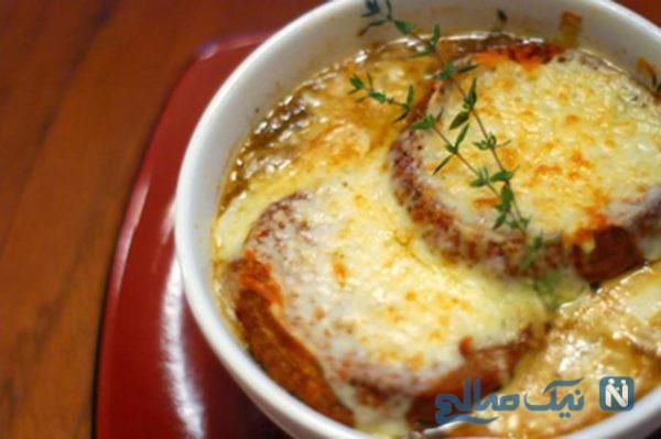 سوپ پیاز فرانسوی با پنیر پیتزای خوشمزه +عکس