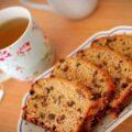 عصرانه امروز ، یک فنجان چای با برشی از کیک شکلاتی