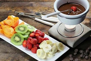 طرز تهیه دسر گرم فوندوی شکلاتی، برای بعد از سرو غذا +عکس