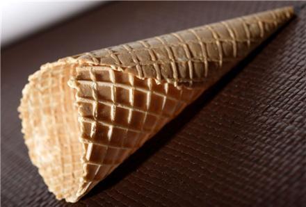 نان بستنی قیفی