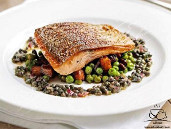مجموعه دستورغذایی های گوردن رمزی، اینبار ماهی قزل آلا با نخود فرنگی و سوسیس +عکس
