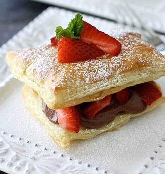 شیرینی ناپلئونی متفاوت با طعم توتفرنگی! +عکس