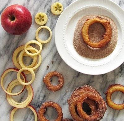 حلقه سیب و دارچین، یک شیرینی ساده،خوشمزه و ابتکاری!+عکس