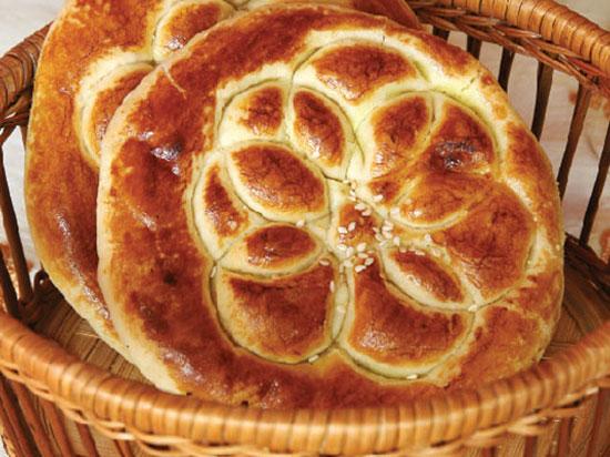 طرز تهیه نان بسیار خوشمزه و مغزدار +عکس