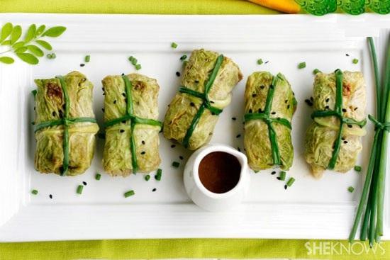 رول های کلم با سبزیجات ، شکیل و خوشمزه!+عکس