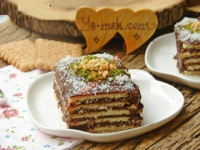 کیک خیس بیسکویتی را چگونه تهیه کنیم؟+عکس