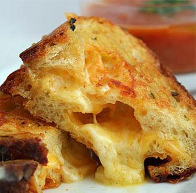 پنیر سوخاری یک پیش غذای آسان و لذیذ! +عکس