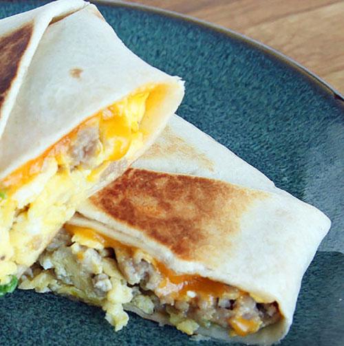 لقمه گوشتی و برشته، صبحانه ای سریع و خوشمزه +عکس
