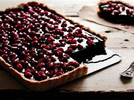طرز تهیه تارت انار و شکلات ویژه شب یلدا+عکس