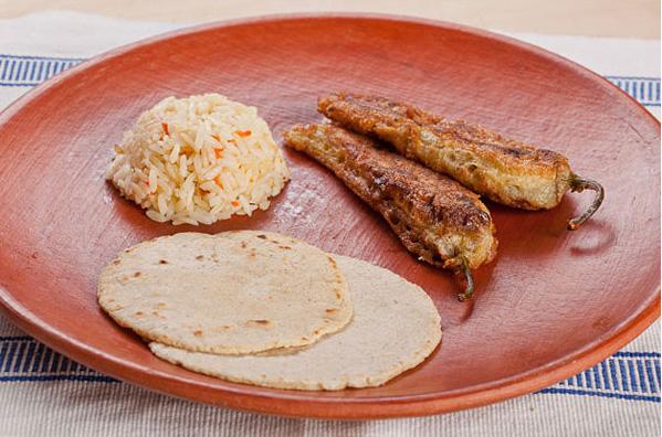 فلفل شکم پر یک غذای ساده و مکزیکی +عکس