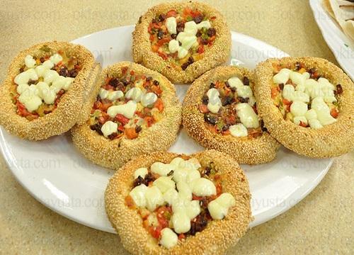 طعمی متفاوت و لذیذ با پیتزای سیمیت!+عکس