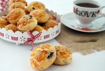عصرانه ساده و دلپذیر با شیرینی نان زیتونی!+عکس