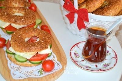 یک صبحانه عالی و متفاوت با ساندویچ سیمیت ترکیه ای!+عمس