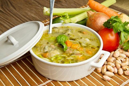 سوپ مرغ با سبزیجات بهاری +عکس
