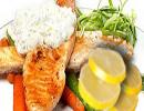 استیک خوشمزه ماهی با سس شوید و لیمو
