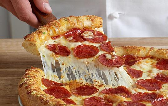 پیتزا سالامی تند، حتما امتحان کنید! +عکس
