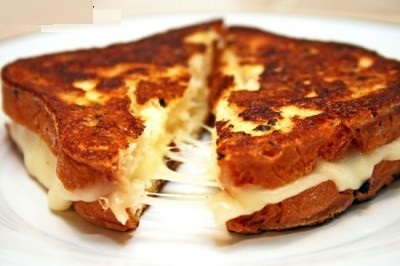 ساندویچ خوشمزه و خاص با پنیر موزارلا!+عکس