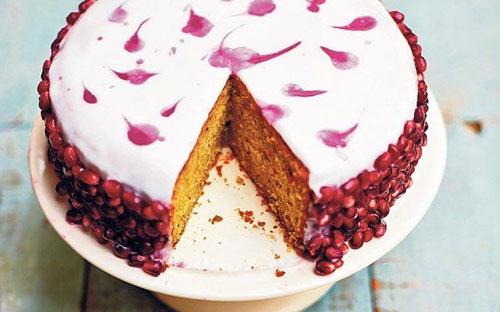 طرز تهیه کیک زمستانه انار و پسته!+عکس