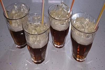 طرزتهیه ژله به شکل لیوان نوشابه پُر از یخ!+عکس