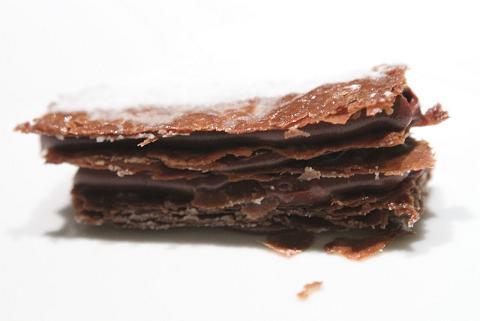 شیرینی ناپلئونی شکلاتی را براحتی در منزل درست کنید! +عکس