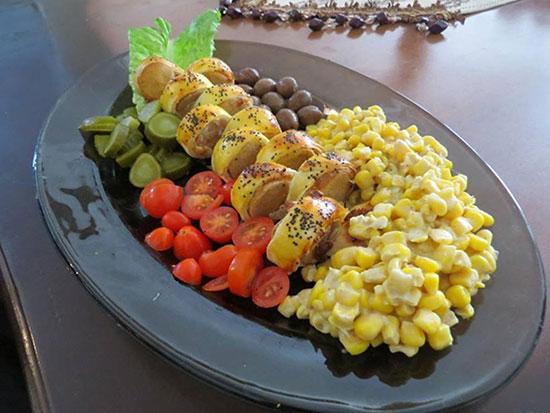 رول سوسیس غذایی زیبا با طعم متفاوت مخصوص مهمانی +عکس