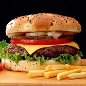 طرز تهیه یک همبرگر سالم و خوشمزه در خانه
