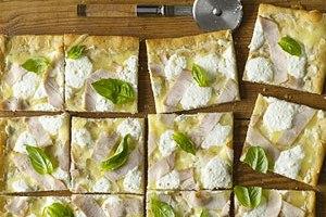 طرز تهیه پیتزای دودی رژیمی! +عکس