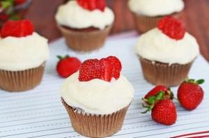 شیرینی توت فرنگی, یک شیرینی بسیار لذیذ مخصوص بهار! +عکس