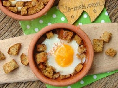 نیمرو با نان برشته در فر، یک صبحانه عالی برای بچه ها+عکس