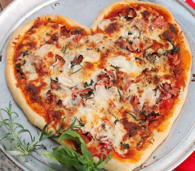 آموزش درست کردن پیتزا قلب بسیار زیبا و خوشمزه! +عکس