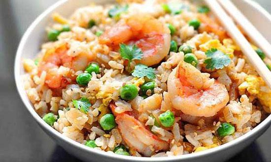 برنج سرخ کرده با میگو +عکس