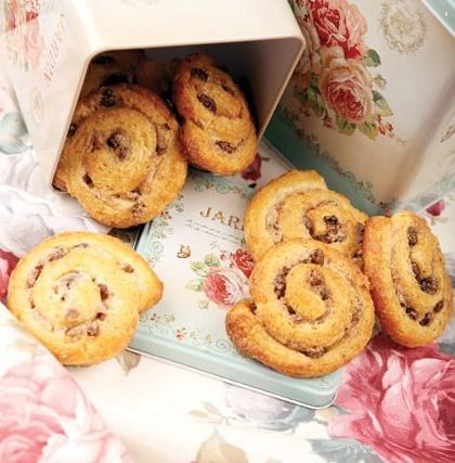 شیرینی جالب و خوشمزه رول دارچینی!+عکس