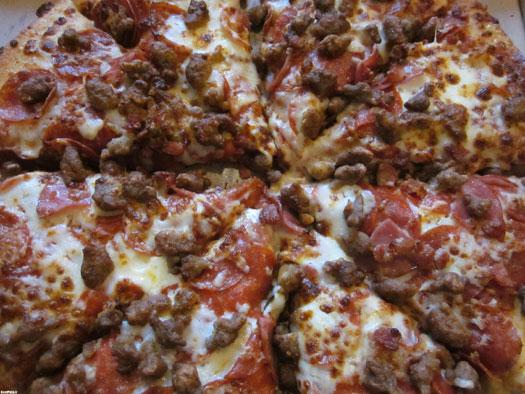 پیتزای گوشت برای دوری از سوسیس و کالباس!