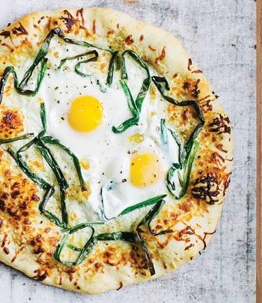 پیتزا نیمرو؛ صبحانه روزهای سرد پاییزی!+عکس