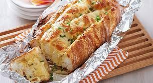نان خوشمزه سیرچدار با پیازچه، مخصوص صبحانه +عکس