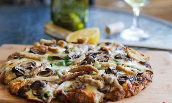 طرز تهیه پیتزا مرغ و قارچ به راحتی از این پیتزا نمیشه گذشت! +عکس