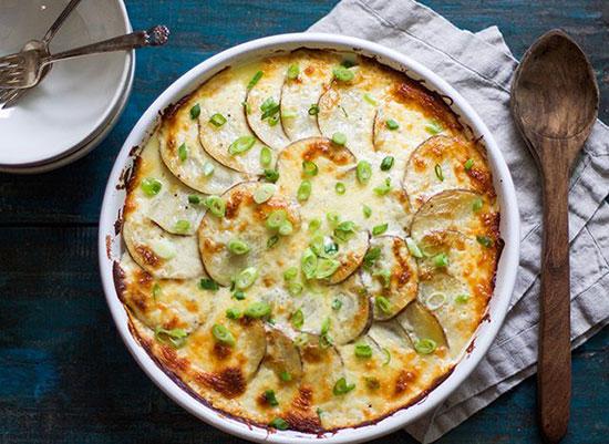 طرز تهیه سیب زمینی با پنیر آسان و سریع +عکس