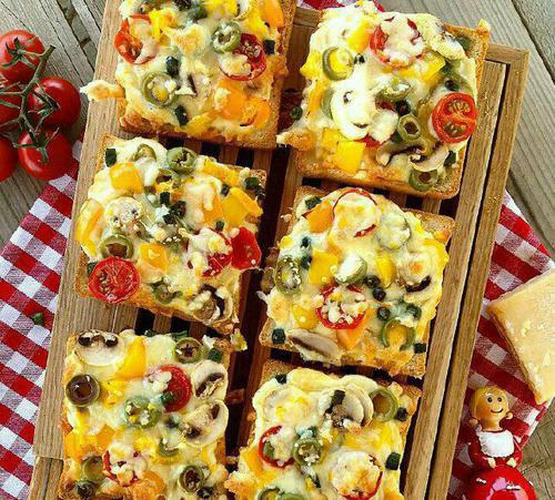 طرز تهیه پیتزا فوری با نان تست ، پیتزایی زیبا و خوشمزه +عکس