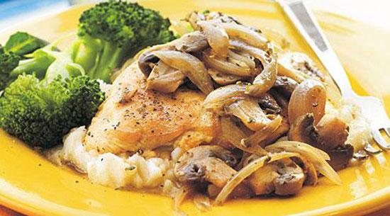 طرز تهیه خوراک مرغ و قارچ با طعم فوق العاده این ادویهها +عکس