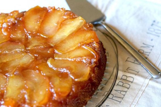 طرز تهیه کیک سیب ، با سس تخم مرغ و شیر +عکس